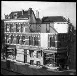 AO-146 Woningen aan de Boezemstraat tussen de Van Meekerenstraat en de Pleretstraat. Rechts zit een een groenten- en ...