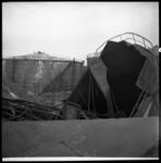 AO-25 De gevolgen van een explosie bij BPM Pernis aan de Vondelingenweg.