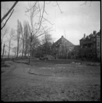 AO-43 Herstel van Park Rozenburg met rechts de achterzijde van de woningen aan de Rozenburglaan.