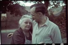 114 Mariette De Grave-Loze met Karl Boske op vakantie in Racour, België