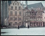 115 Vakantiefoto van de familie Boske op de Grote Markt in Mechelen.