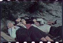122 De familie Boske in de duinen. Familiefoto met Marie-Christine Boske, Karl Boske en Jeanne Boske-Loze.