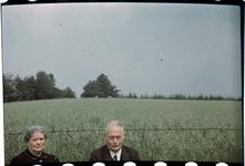 165 Familiefoto met leden van de familie Boske ter gelegenheid van een feestelijke gebeurtenis. In het midden Richard ...