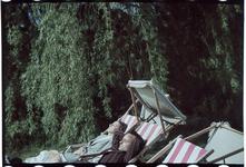 170 Marie-Christine en Karl Boske aan het zonnebaden op vakantie in Racour, België.