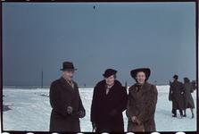 175 De familie Boske in de sneeuw of op het ijs. Midden: Jeanne Boske-Loze en rechts: Marie-Christine Boske.