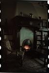 177 Interieurfoto van de huiskamer met openhaard van de familie Boske.