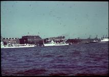 19 Nieuwe Maas, Maaskade. Aan de kade twee vermoedelijk Franse Torpedobootjagers van La Melpomène klasse van de 11e ...