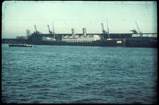 21 Het Schip De Veendam van de Holland Amerika Lijn aan de Wilhelminakade