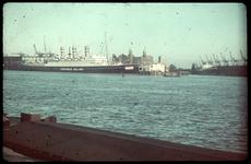 23 Het schip de Statendam van de Holland Amerika Lijn aan de Wilhelminakade