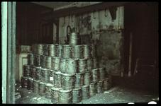 45 Blikken gestapeld in de werkplaats van de firma N.V. Intermetaal Staal.
