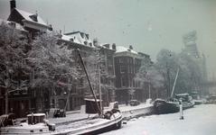59 Scheepmakershaven in de winter, rechts op de achtergrond het Witte Huis