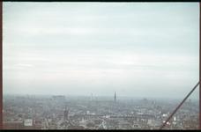 78 Luchtfoto richting het noorden vanaf het Witte Huis. Op de voorgrond de kerk Heilige Laurentius aan de Houttuin. ...