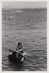 1 Duiker in het Oostvoornse Meer. Uit een serie van 8 foto's over recreatie op de Maasvlakte.