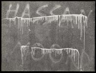 1978-3219 Opschrift op een muur in de Calandstraat: hassan dood. Uit een serie foto's over teksten op gebouwen en ...