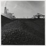 1988-1422 Erts of steenkool op het terrein van Europees Massagoed Overslagbedrijf B.V. (EMO) aan de Mississippihaven op ...