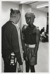 2002-1019 Een coach en zijn pupil tijdens bokswedstrijden bij Boxing '82 aan het Afrikaanderplein.