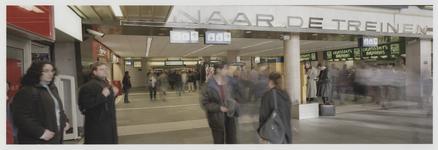 2003-1054-7 Hal van het Centraal station, gezien vanuit zuid naar noord. Uit een serie van negen panoramafoto's over ...