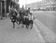 2002-1579 De Beijerlandselaan met links de Hilledijk waar een door de winkeliersvereniging georganiseerde ...
