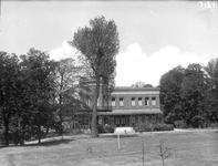 2002-1616 Het Museumpark met Villa Dijkzigt bij de Westzeedijk.