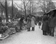 2002-1630 De Goudsesingel met de bloemenmarkt.