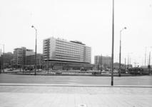 L-9137 Het Hofplein met het Hilton Hotel op de achtergrond.