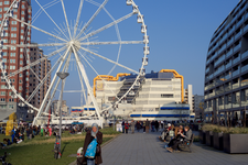 FL-135 In het kader van 75 jaar wederopbouw werd in 2016 de culturele manifestatie Rotterdam viert de Stad! gehouden. ...