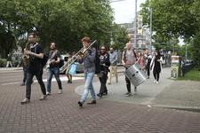 GG-37 Optocht marchingbands op de Heemraadssingel richting Nieuwe Binnenweg en Lage Erfbrug, ter gelegenheid van 31ste ...