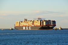 MR-25 MCS Oscar Containerschip met sleepboten