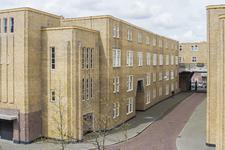 PD-120 Binnenplaats van de wooncomplex aan de Justus van Effenstraat.