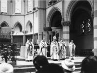 1967-718 Gedurende de laatste mis voor de sloping in de Sint-Ignatiuskerk (kerk van H.H. Laurentius en Ignatius) aan de ...