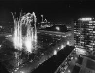 1968-206 Tijdens de opening van de metro. Vuurwerk op het Schouwburgplein.