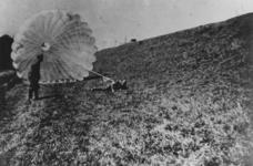 1968-251 Oefening van Duitse parachutisten - Fallschirmjäger - bij Paderborn in Duitsland.
