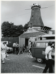 1970-1414 Holland Popfestival van 26 t/m 28 juni 1970 in het Kralingse bos in Rotterdam. Trailer en container van Cine ...