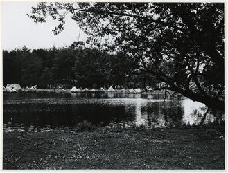 1970-1416 Holland Popfestival van 26 t/m 28 juni 1970 in het Kralingse bos in Rotterdam. Tenten op het kampeerterrein ...