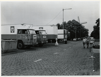 1970-1417 Holland Popfestival van 26 t/m 28 juni 1970 in het Kralingse bos in Rotterdam. Vracht- en koelwagens van Iglo ...