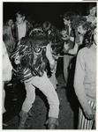 1970-1422 Holland Popfestival van 26 t/m 28 juni 1970 in het Kralingse bos in Rotterdam. Dansende festivalgangers in de ...