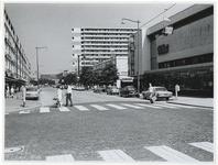 1970-2208 Zicht op de Karel Doornmanstraat met de kabelbaan tijdens de Manifestatie C70.