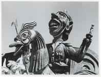 1970-2627 Een carnavalsachtige koets staat klaar bij de Hugo de Grootstraat op het terrein van de voormalige ...