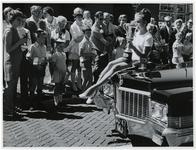 1970-2637 Miss Rotterdam rijdt voorop in een auto mee in een optocht door de stad ter gelegenheid van de Manifestatie C70.