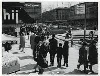 1970-420 Voorbereiding van de Manifestatie C70. Op de Beurs wordt een paviljoen gebouwd.