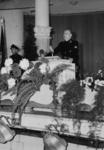 1972-709 NSB-bijeenkomst in de Rivièrahal van de Diergaarde Blijdorp. Op het podium staat achter het spreekgestoelte de ...