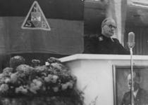 1972-721 NSB-bijeenkomst in de Rivièrahal. Op het podium burgemeester F.E. Müller tijdens zijn installatie als ...