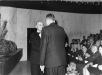 1974-2093 De heer ir. F. Posthuma, directeur van het Gemeentelijk Havenbedrijf, wordt wegens zijn 25-jarig ...