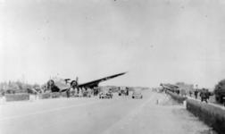 1979-1043 Twee beschadigde militaire transportvliegtuigen type Junkers JU 52 langs rijksweg 13.