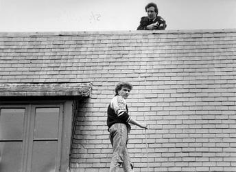 1988-872 Een gedetineerde probeert tevergeefs via het dak het Huis van Bewaring aan de Noordsingel te ontvluchten.