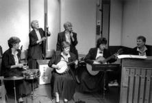 1989-319 Een vrouwenorkestje speelt in het gebouw Odeon ter gelegenheid van Internationale Vrouwendag
