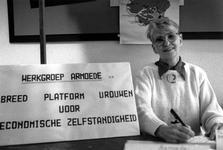 1989-322 Een voorlichtingsstand van de Werkgroep Armoede in Odeon ter gelegenheid van Internationale Vrouwendag.