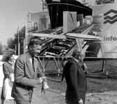 1989-3354 Wethouder den Dunnen en burgemeester J.E. Temminck van Albrandswaard hebben zojuist de officiële opening ...
