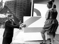 1990-716 Staatssecretaris van VROM drs. E. Heerma opent de C2 Deponie van de AVR op de Maasvlakte.