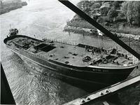 XIV-544 Tewaterlating van de motorsleepboot De Witte Zee van L. Smit en Co's Internationale Sleepdienst op de werf van ...
